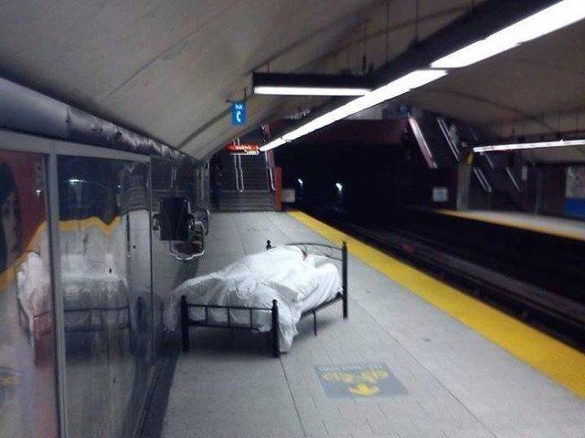 Coincidente si intamplari bizare: 10+ imagini pe care nu le vezi in fiecare zi la metrou