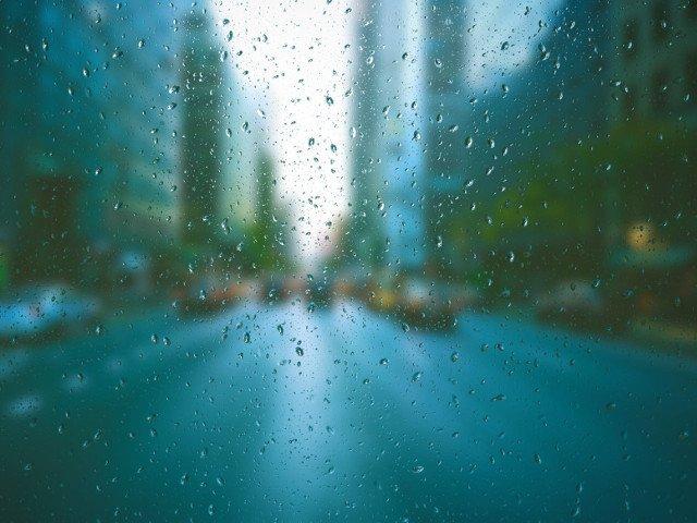 Cod GALBEN de ploi torentiale in peste jumatate de tara. Capitala, vizata incepand de miercuri seara