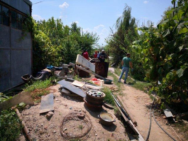 G4Media: Oasele ridicate de la casa lui Gheorghe Dinca apartin unei fete cu varsta intre 12 si 17 ani