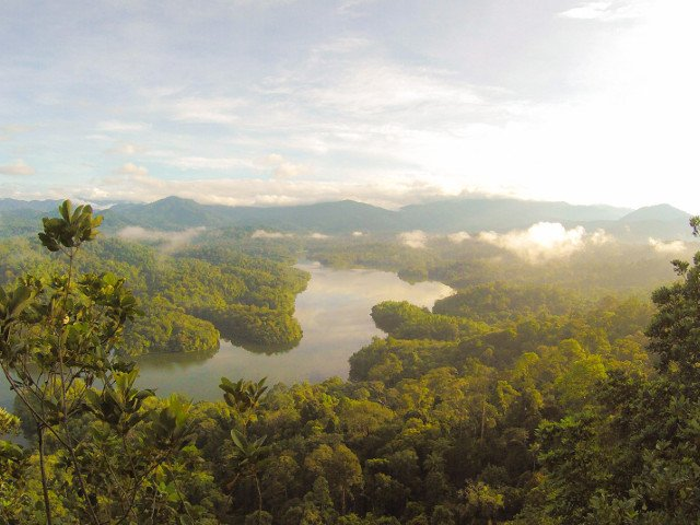 Vocea mamei adolescentei disparuta in Malaezia, difuzata la megafon in jungla