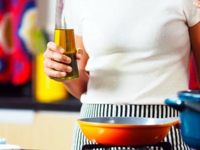 Gateste sanatos: 10 cele mai bune uleiuri de folosit in bucatarie