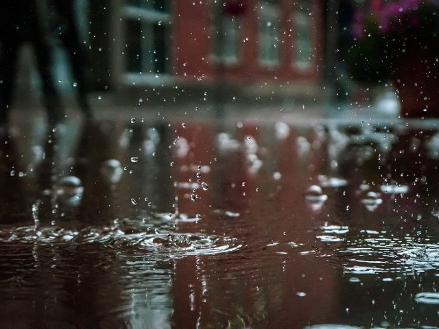 32 de judete, sub cod GALBEN de ploi torentiale si vijelii. Disconfort termic in Bucuresti