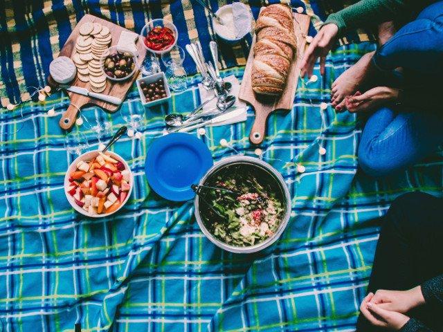 """Nutritionist, despre picnic: """"Cand mancam afara parca ne bucuram mai tare de mancare"""""""