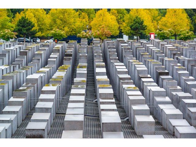 Berlin: Turistii care ajuta la curatarea parcurilor orasului vor primi un tur gratuit al Memorialului Zidului Berlinului