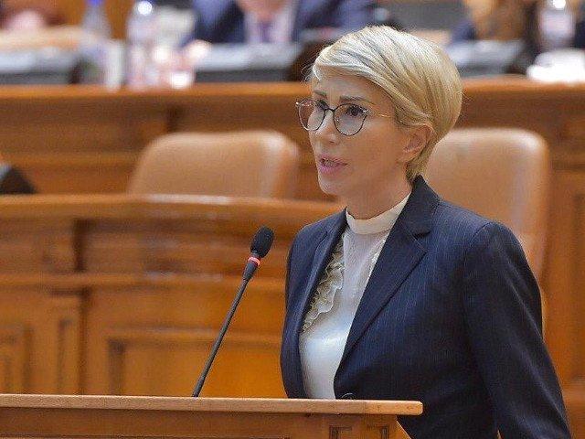 Raluca Turcan, catre Dancila: Solicit numirea de urgenta a unui ministru al Educatiei