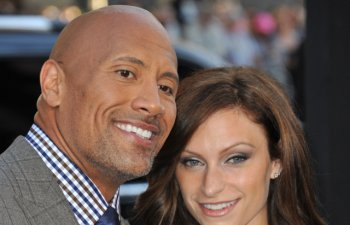 Actorul Dwayne Johnson s-a casatorit in secret cu Lauren Hashian, in Hawaii/ FOTO