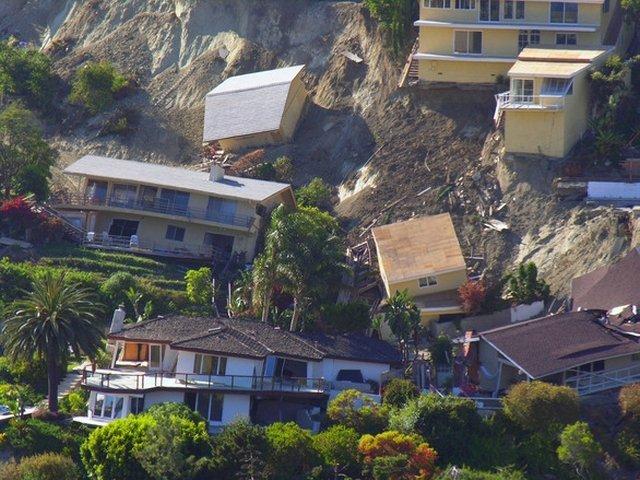 9 morti si 35 de persoane disparute, in urma unor alunecari de teren din sud-vestul Chinei