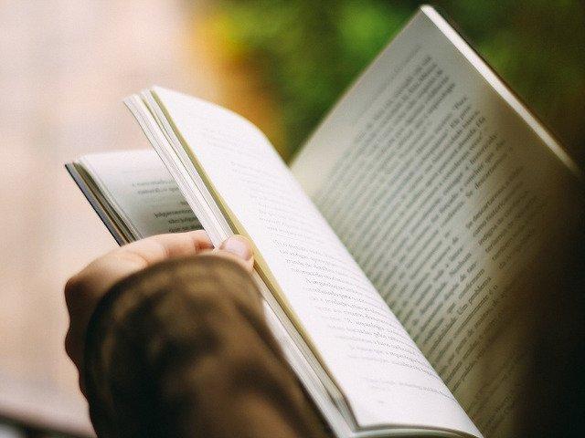 8 beneficii incredibile ale cititului pe care nu le stiai