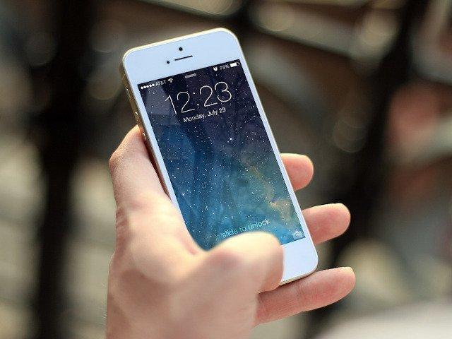 8 locuri in care NU ar trebui sa iti tii niciodata telefonul