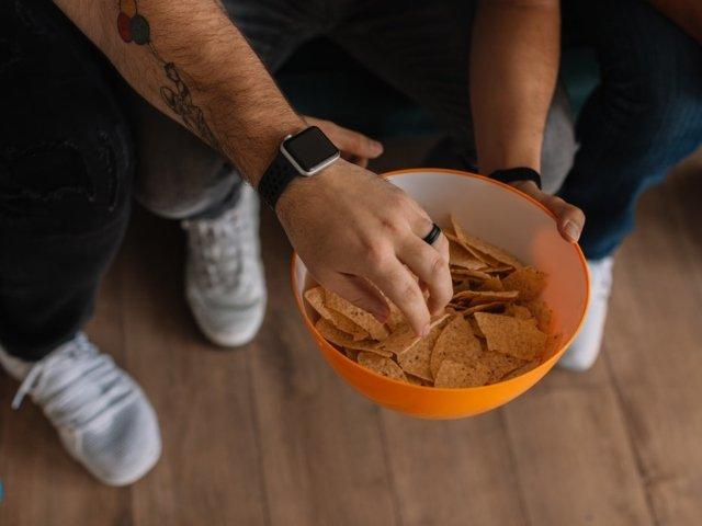 Un adolescent a orbit, dupa ce s-a hranit mai multi ani numai cu chipsuri, cartofi prajiti si mancare procesata