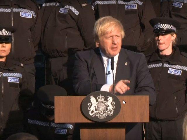 """Boris Johnson, dupa ce o politista a lesinat in timpul discursului sau: """"Cred ca e un semn ca trebuie sa inchei rapid"""" /VIDEO"""