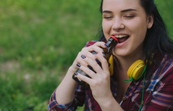Renunta treptat la ele: 7 obiceiuri nesanatoase care iti distrug dintii