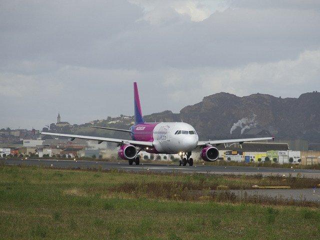 Aterizare de urgenta pe Otopeni a unei aeronave Wizz Air cu 170 de pasageri la bord, din cauza unei probleme tehnice