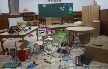 Trei copii au distrus o scoala din Clejani, enervati de o jucarie care canta