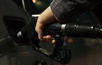 Un sofer din Capitala a incercat sa jefuiasca o angajata de la o benzinarie si sa dea cu masina peste ea