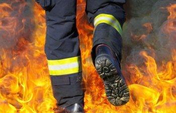 Peste 160 de pompieri incearca sa stinga un puternic incendiu, izbucnit in apropiere de Atena:
