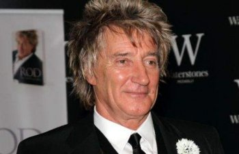 Rod Stewart a anuntat ca s-a vindecat de cancer de prostata dupa doi ani de tratament urmat in secret