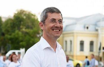 Dan Barna a fost insotit de Dacian Ciolos la depunerea candidaturii pentru prezidentiale. Cate semnaturi a strans liderul USR