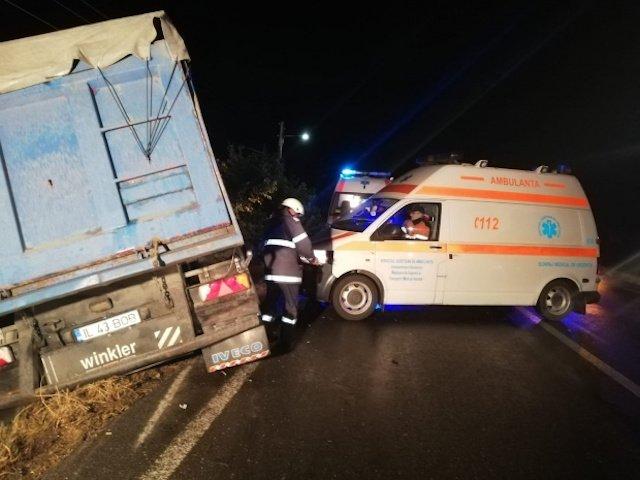 Accident grav in Ialomita, dupa ce un TIR a intrat intr-un microbuz: 10 oameni au murit, iar alti 7 sunt raniti