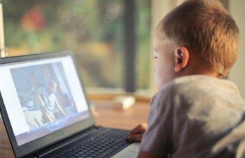 84% dintre parinti sunt ingrijorati de siguranta online a copiilor, dar nu isi fac timp sa vorbeasca despre subiect