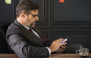 Studiu: Adultii de peste 45 de ani, cei mai mari consumatori de stiri online
