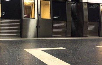 Incident la metrou. Un calator, lovit de oglinda dupa si-a prins piciorul intre usile trenului care a plecat din statie