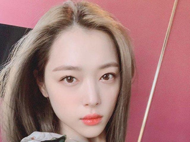 Cantareata k-pop Sulli in varsta de 25 de ani, gasita moarta in casa. Sinuciderea, luata in calcul de anchetatori