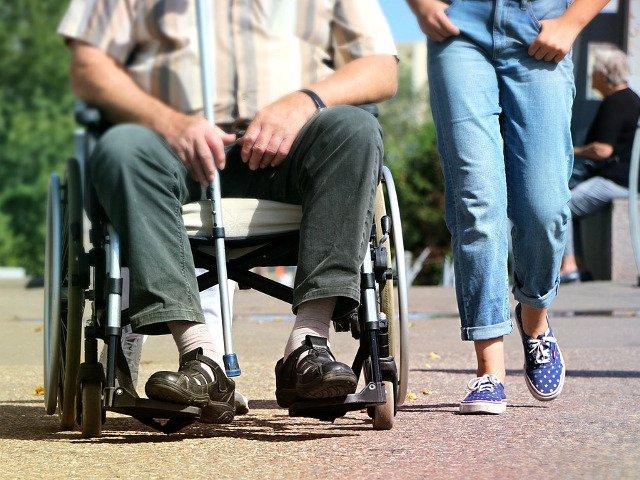 Dancila: Persoanele cu dizabilitati vor primi vouchere pentru achizitia de echipamente moderne