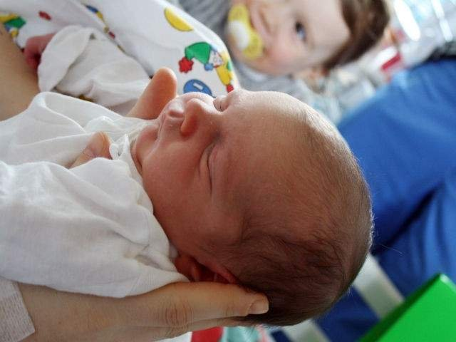 Studiu: Copiii nascuti prin cezariana prezinta un risc mai mare de a suferi de autism