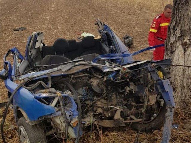 Un barbat de 54 de ani din Giurgiu a murit dupa ce a intrat cu masina intr-un copac