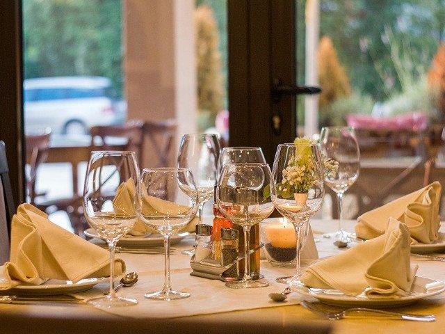 Un barbat a fost concediat din afacerea familiei dupa ce a intarziat la cina in casa parintilor sai