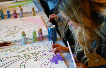 Studiu: Activitatile culturale si creative sunt benefice pentru sanatate