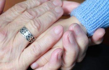 O bunica si-a salvat nepotii, inainte ca mama lor sa ii otraveasca