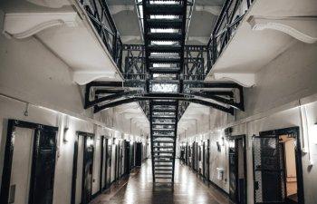 Evadari penibile: 10 cazuri cand detinutii s-au facut de ras incercand sa fuga din puscarie