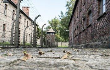 Un documentar Netflix despre lagarele de concentrare l-a nemultumit pe premierul Poloniei