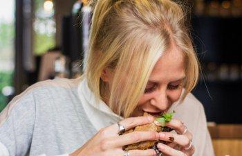 Nutritionist: Se tot povesteste de trei mese plus doua gustari pe zi. Nu avem nevoie de multa mancare