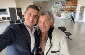 Dan Barna, intalnire cu Florin Piersic in Aeroportul Cluj-Napoca: