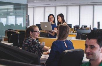 Cum sa-ti creezi relatii la noul loc de munca