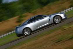 Galerie foto: Nissan GT-R de la egal la egal cu Ferrari si Lamborghini