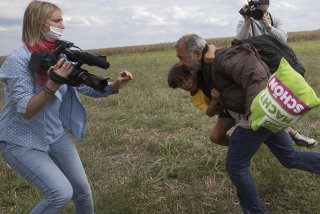 Operatoarea TV care a lovit migranti in Ungaria, condamnata la trei ani de libertate conditionata