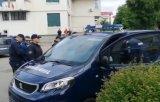 Protestatari pasnici care il asteptau pe Dragnea in Topoloveni, ridicati de jandarmi si dusi la Politie/ VIDEO