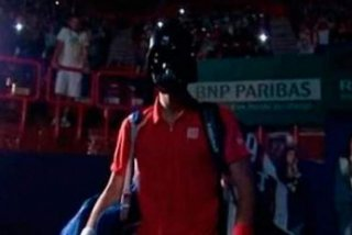[VIDEO] Djokovici a intrat pe teren la Paris-Bercy mascat in Darth Vader
