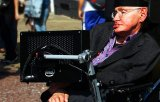 [VIDEO] Stephen Hawking ne demonstreaza ca are simtul umorului