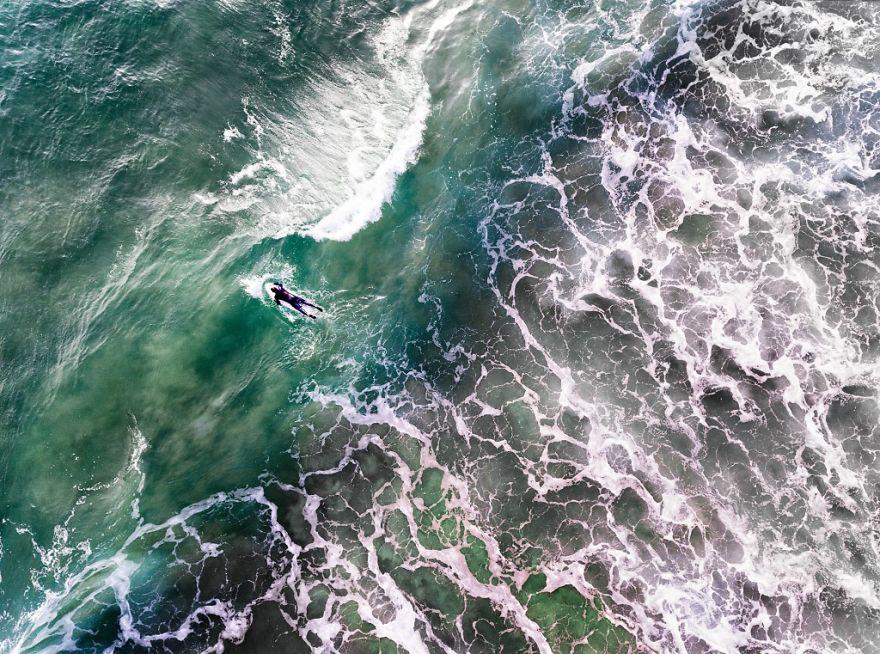 Surfer in Portugalia