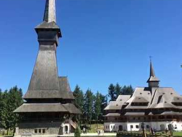 Biserica de lemn de la Manastirea Sapanta-Peri este cea mai inalta biserica de lemn din intreaga lume