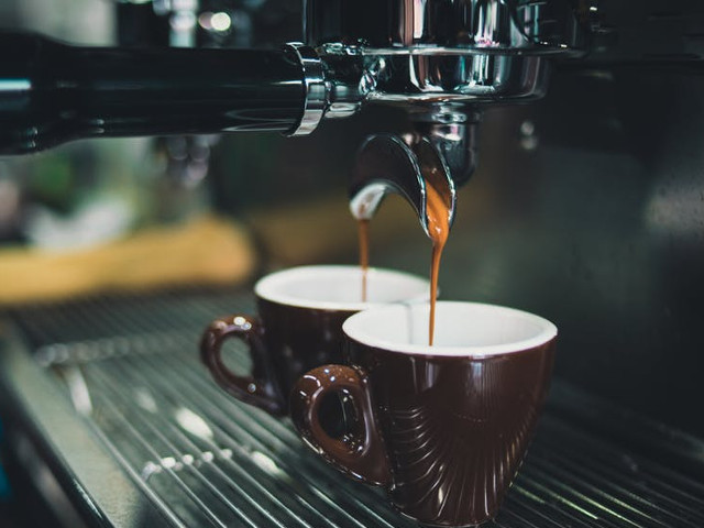 Specialistii au demonstrat ca 2 sau 4 cesti de cafea pe zi reduc cu 50% riscul de suicid