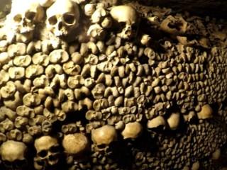 Catacombele din Paris - Franta